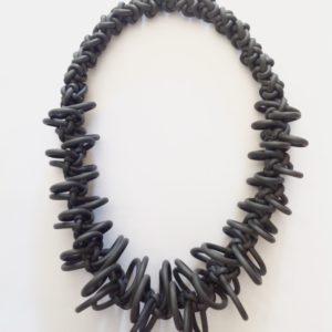 Necklace design in neoprene colore grigio