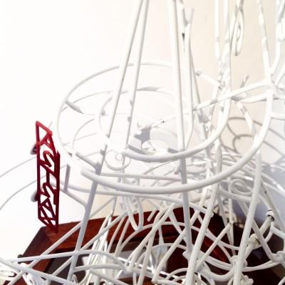 Rolling ball sculpture Artrax piramide bianca